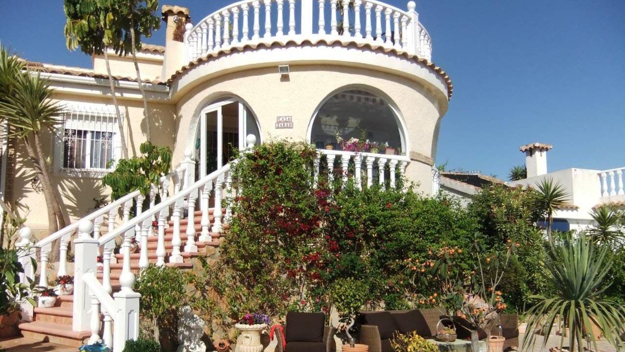 Дом в Santa Pola c 3-мя спальнями и собственной территорией